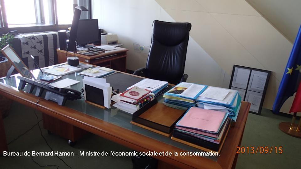 Bureau de Bernard Hamon – Ministre de l'économie sociale et de la consommation.