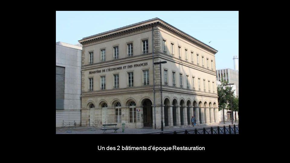 Un des 2 bâtiments d'époque Restauration
