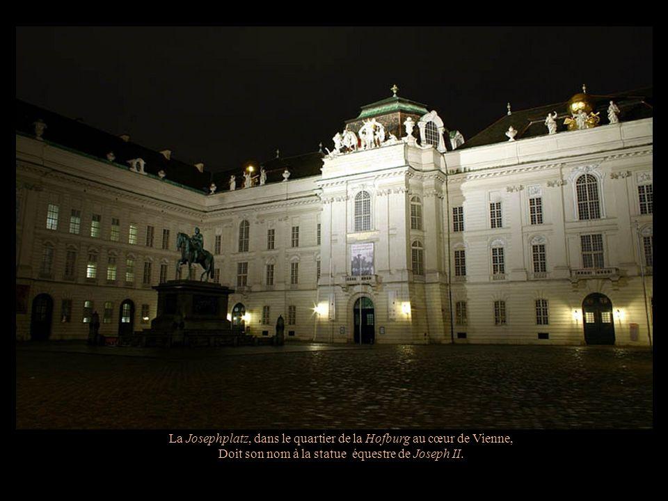 La Josephplatz, dans le quartier de la Hofburg au cœur de Vienne,
