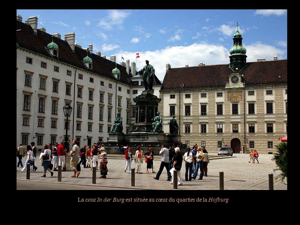 La cour In der Burg est située au cœur du quartier de la Hofburg