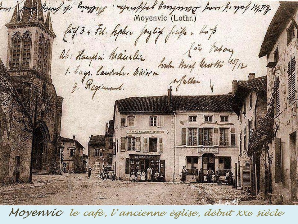 Moyenvic le café , l' ancienne église , début XXe siècle
