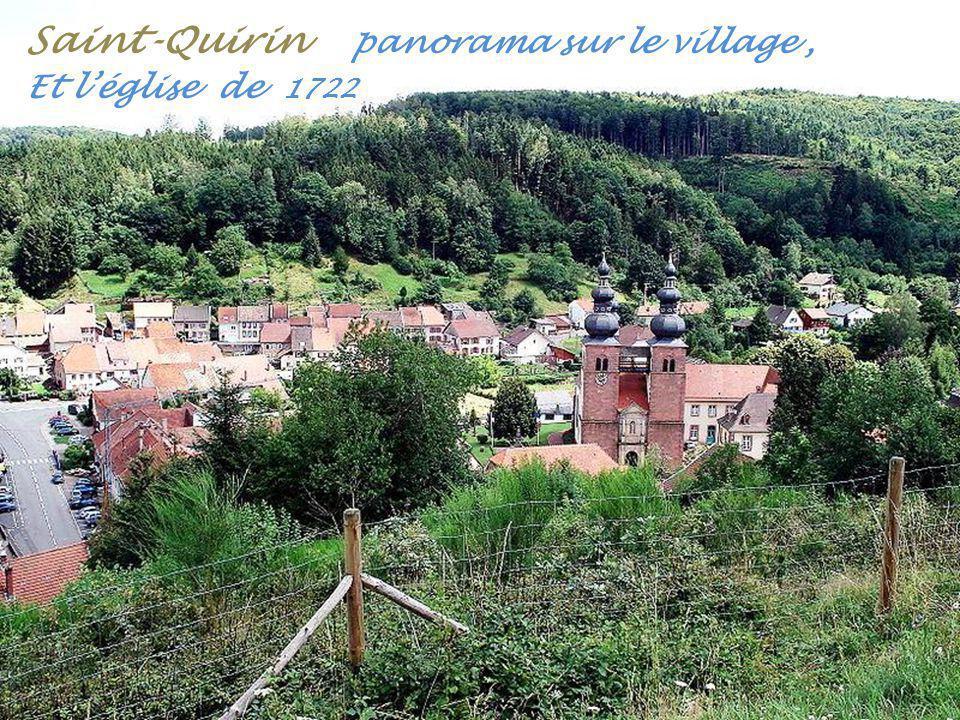 Saint-Quirin panorama sur le village , Et l'église de 1722