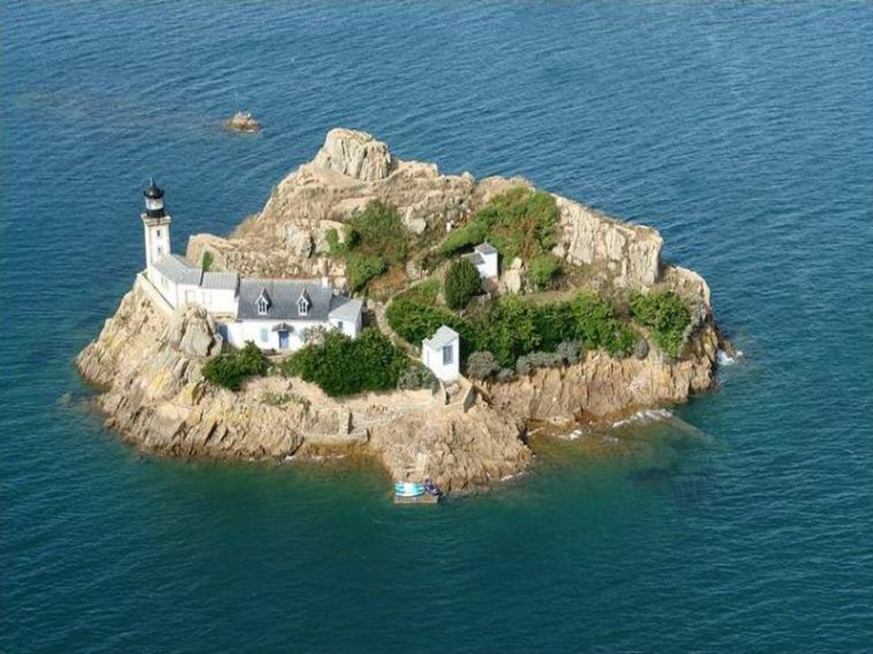 Phare de l'île Wrac h (archipel de Lilia-Plouguerneau)
