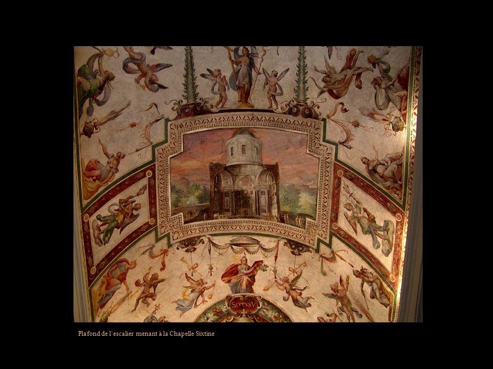 Plafond de l'escalier menant à la Chapelle Sixtine