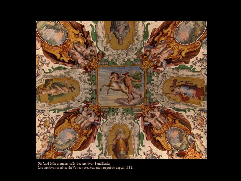 Plafond de la première salle des Archives Pontificales