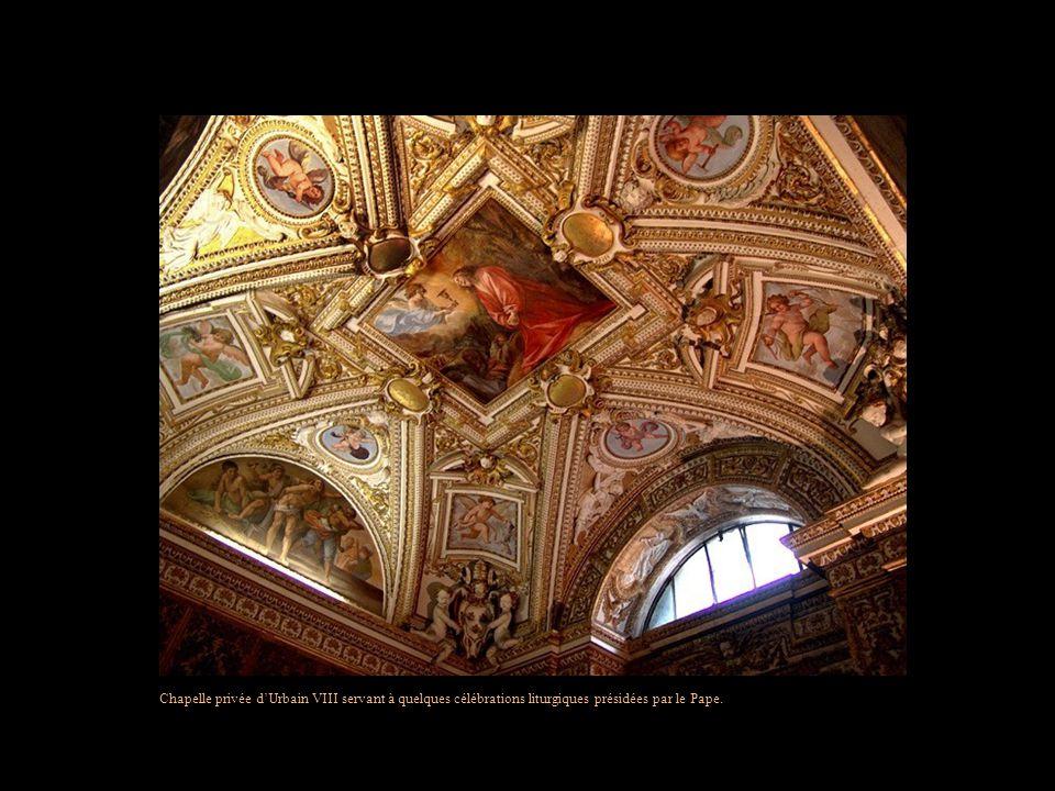 Chapelle privée d'Urbain VIII servant à quelques célébrations liturgiques présidées par le Pape.