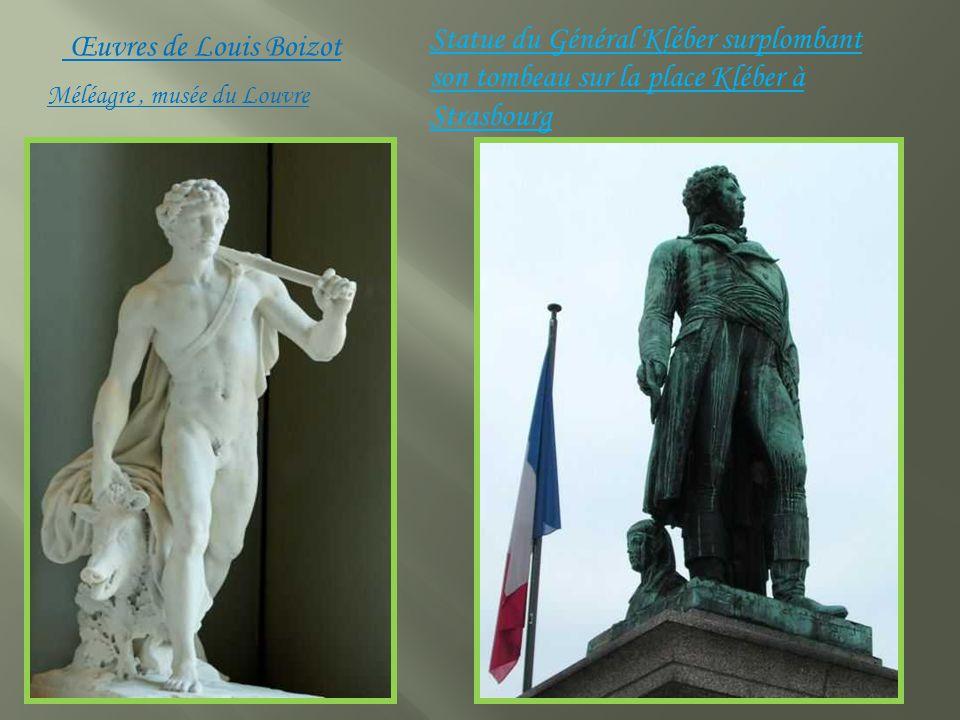 Statue du Général Kléber surplombant son tombeau sur la place Kléber à Strasbourg