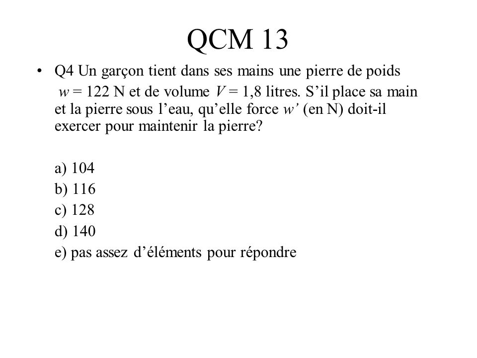 QCM 13 Q4 Un garçon tient dans ses mains une pierre de poids