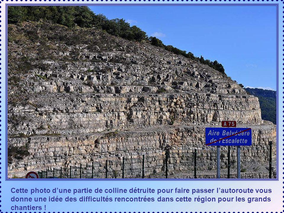 Cette photo d'une partie de colline détruite pour faire passer l'autoroute vous donne une idée des difficultés rencontrées dans cette région pour les grands chantiers !