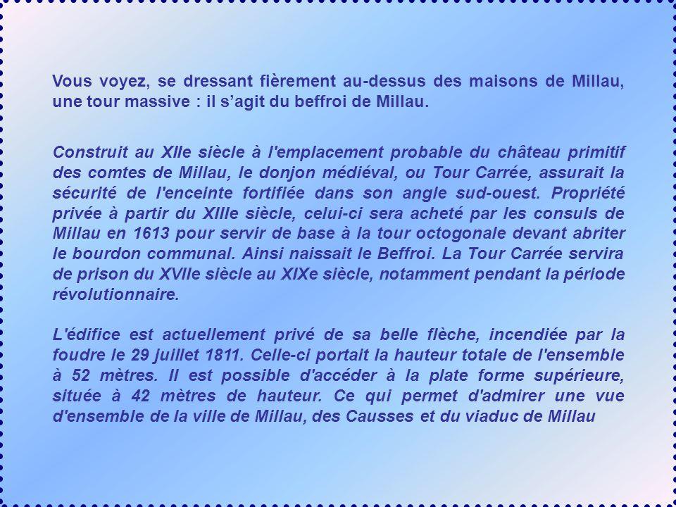 Vous voyez, se dressant fièrement au-dessus des maisons de Millau, une tour massive : il s'agit du beffroi de Millau.