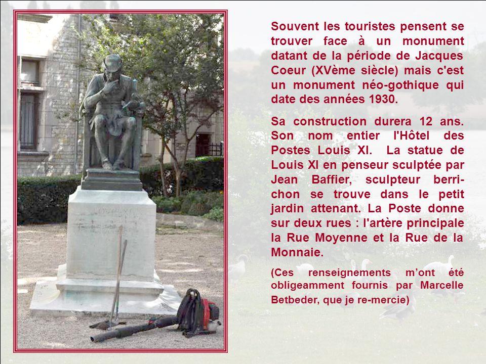 Souvent les touristes pensent se trouver face à un monument datant de la période de Jacques Coeur (XVème siècle) mais c est un monument néo-gothique qui date des années 1930.