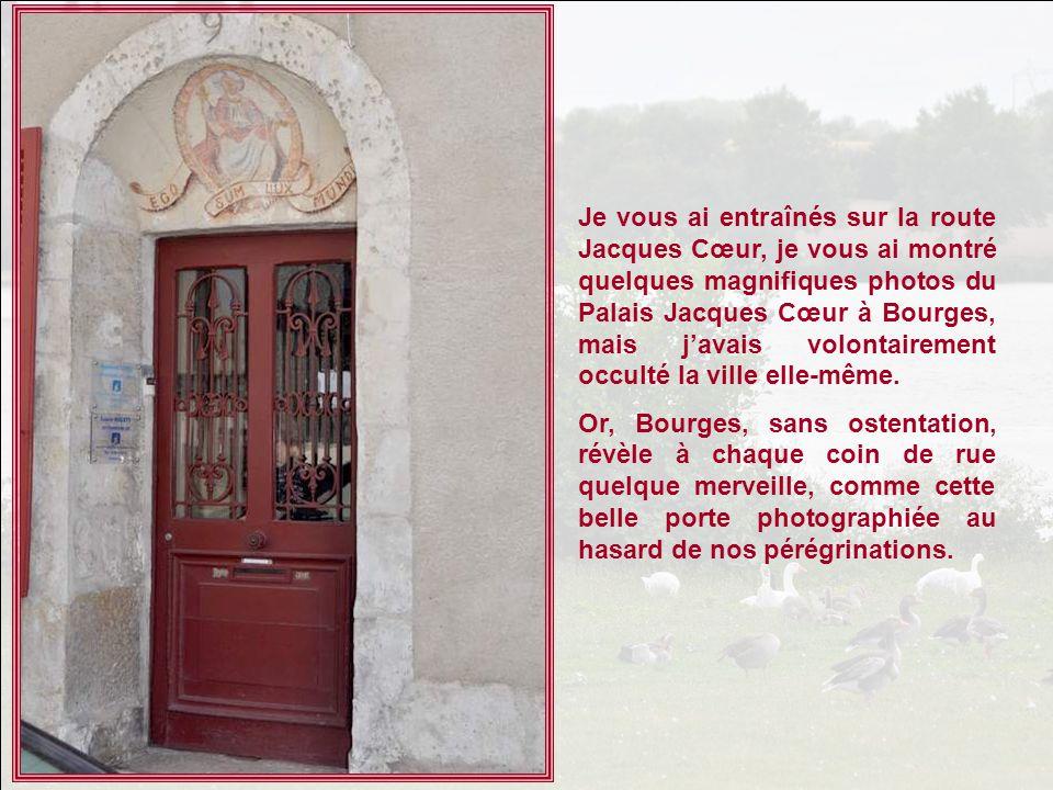 Je vous ai entraînés sur la route Jacques Cœur, je vous ai montré quelques magnifiques photos du Palais Jacques Cœur à Bourges, mais j'avais volontairement occulté la ville elle-même.