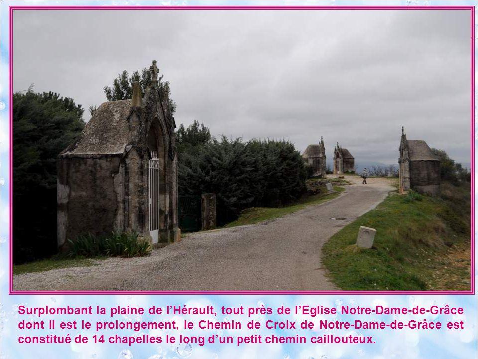 Surplombant la plaine de l'Hérault, tout près de l'Eglise Notre-Dame-de-Grâce dont il est le prolongement, le Chemin de Croix de Notre-Dame-de-Grâce est constitué de 14 chapelles le long d'un petit chemin caillouteux.
