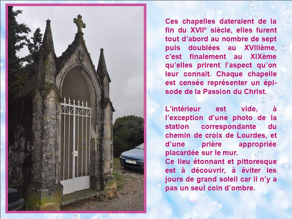Ces chapelles dateraient de la fin du XVII° siècle, elles furent tout d'abord au nombre de sept puis doublées au XVIIIème, c'est finalement au XIXème qu'elles prirent l'aspect qu'on leur connait. Chaque chapelle est censée représenter un épi-sode de la Passion du Christ.