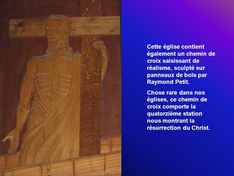 Cette église contient également un chemin de croix saisissant de réalisme, sculpté sur panneaux de bois par Raymond Petit.