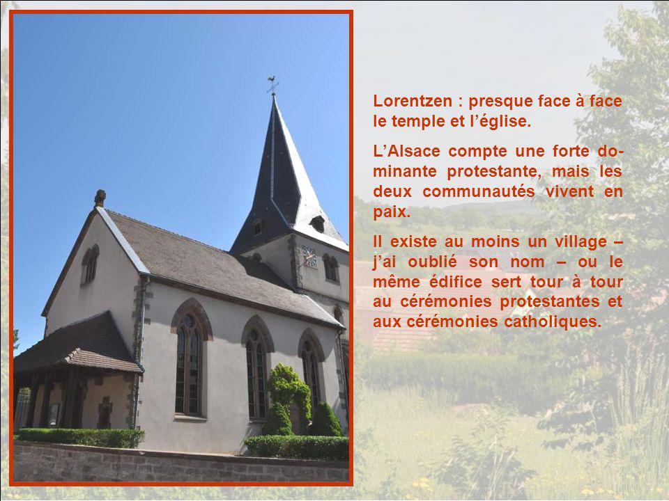 Lorentzen : presque face à face le temple et l'église.