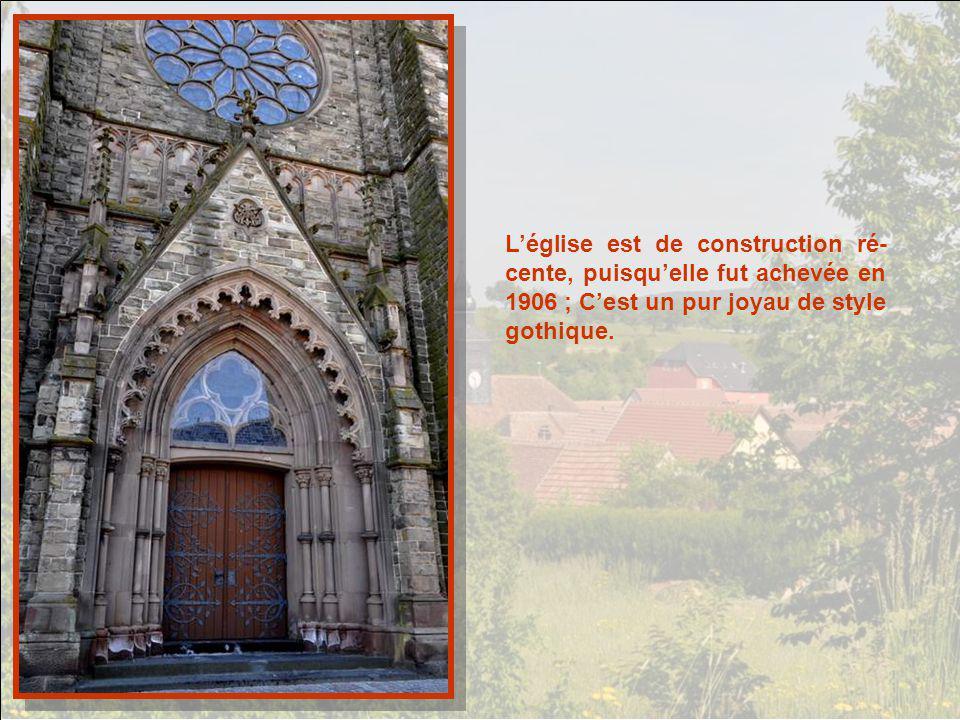L'église est de construction ré-cente, puisqu'elle fut achevée en 1906 ; C'est un pur joyau de style gothique.