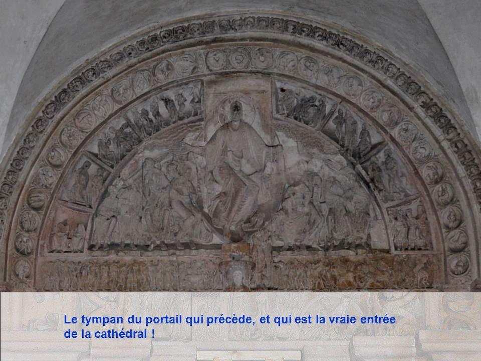 Le tympan du portail qui précède, et qui est la vraie entrée de la cathédral !