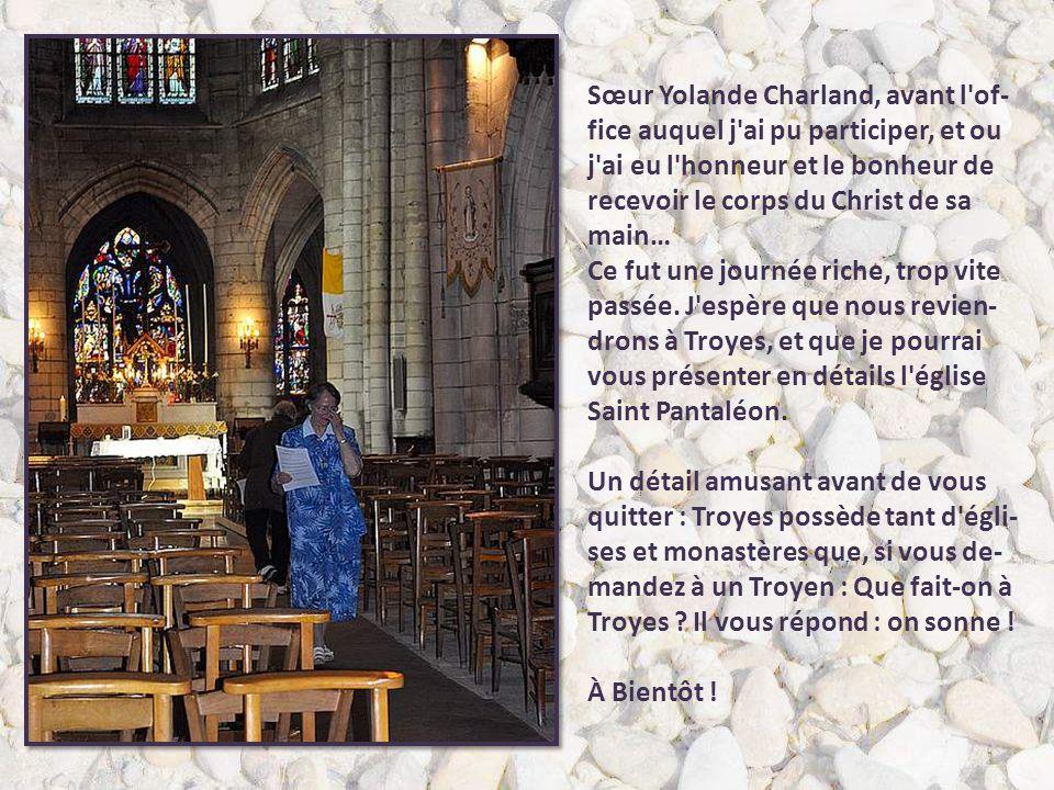 Sœur Yolande Charland, avant l of-fice auquel j ai pu participer, et ou j ai eu l honneur et le bonheur de recevoir le corps du Christ de sa main…