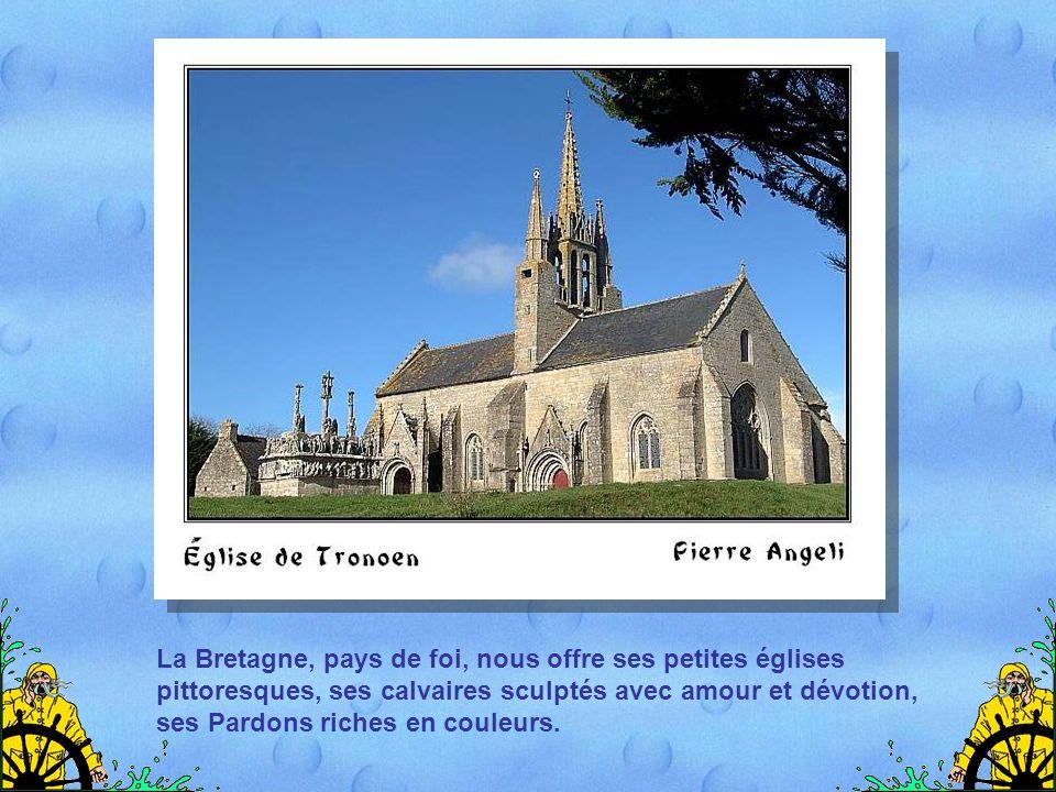 La Bretagne, pays de foi, nous offre ses petites églises pittoresques, ses calvaires sculptés avec amour et dévotion, ses Pardons riches en couleurs.