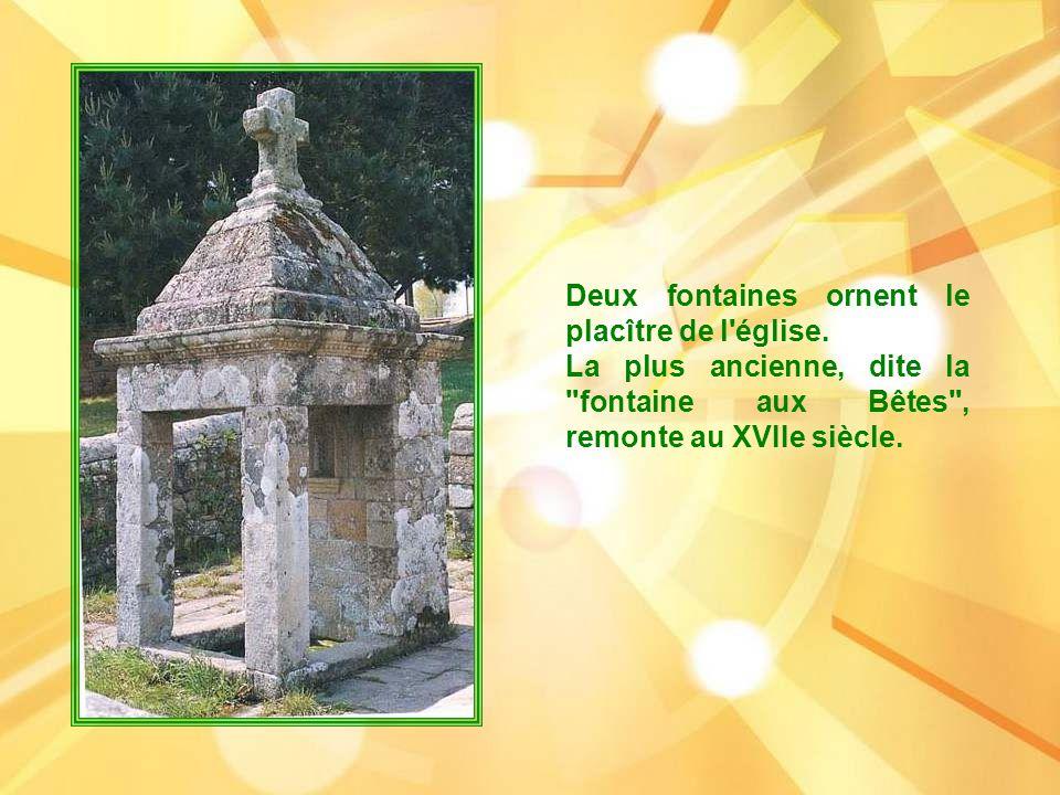 Deux fontaines ornent le placître de l église.