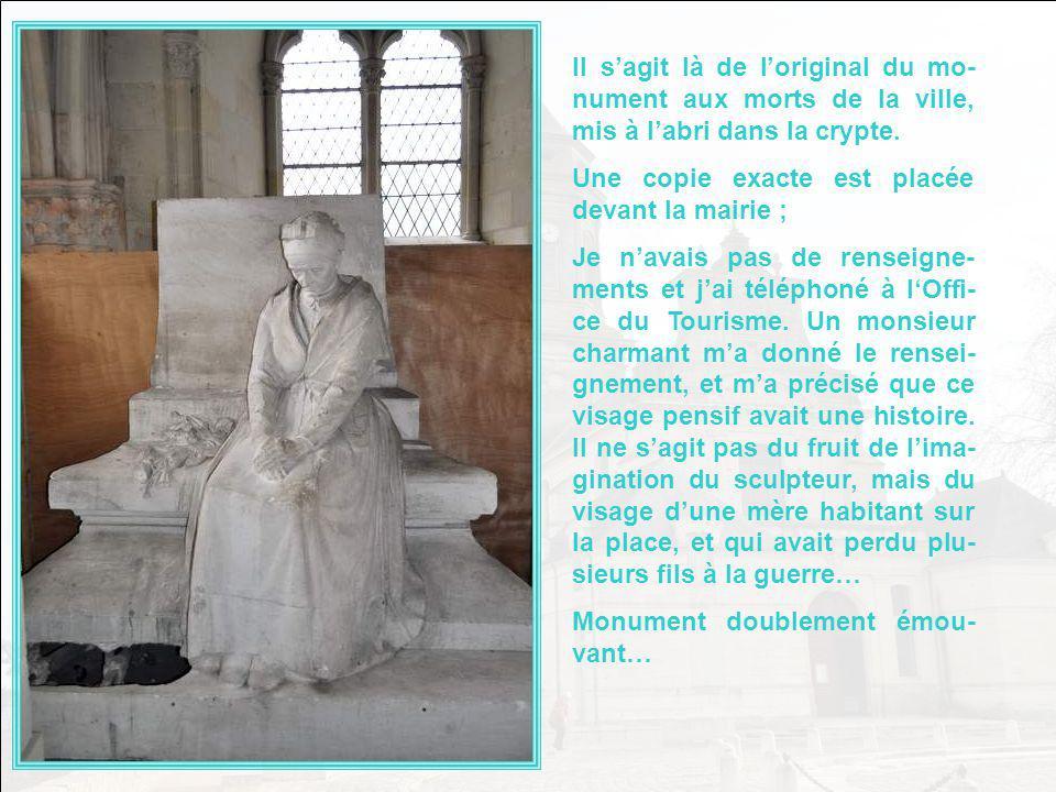 Il s'agit là de l'original du mo-nument aux morts de la ville, mis à l'abri dans la crypte.