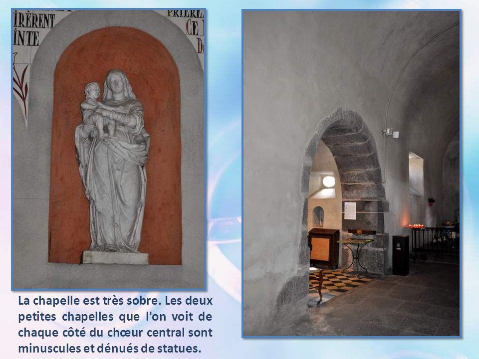 La chapelle est très sobre