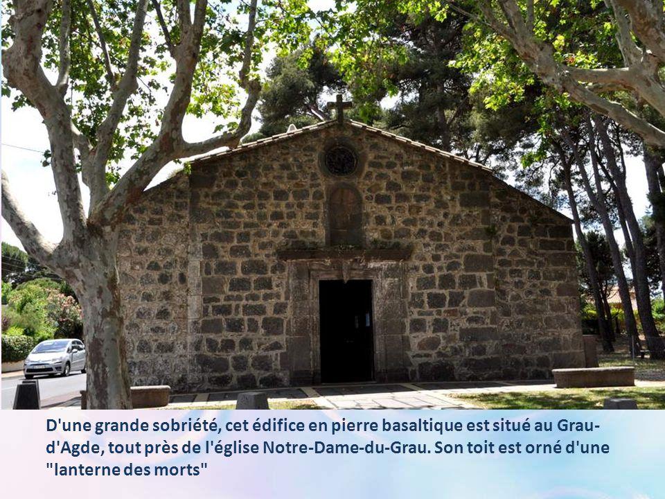 D une grande sobriété, cet édifice en pierre basaltique est situé au Grau-d Agde, tout près de l église Notre-Dame-du-Grau.