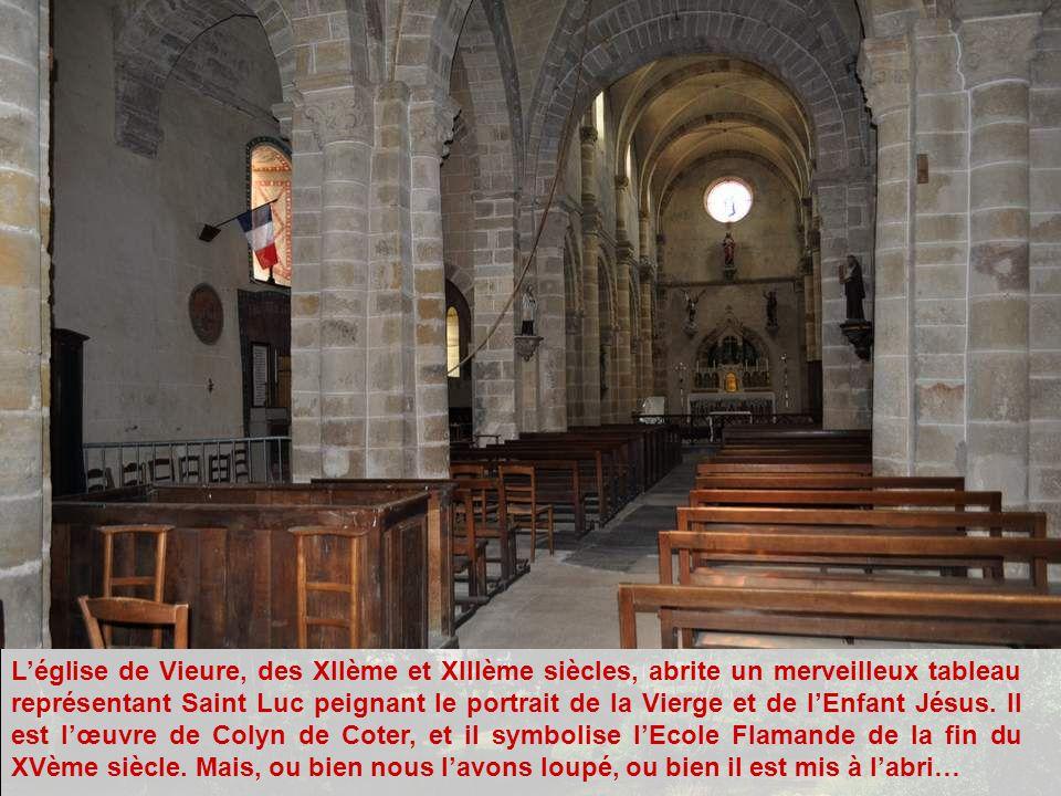 L'église de Vieure, des XIIème et XIIIème siècles, abrite un merveilleux tableau représentant Saint Luc peignant le portrait de la Vierge et de l'Enfant Jésus.