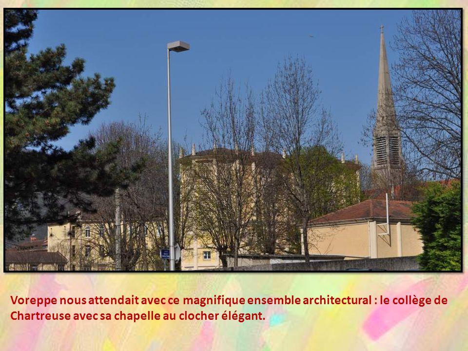 Voreppe nous attendait avec ce magnifique ensemble architectural : le collège de Chartreuse avec sa chapelle au clocher élégant.