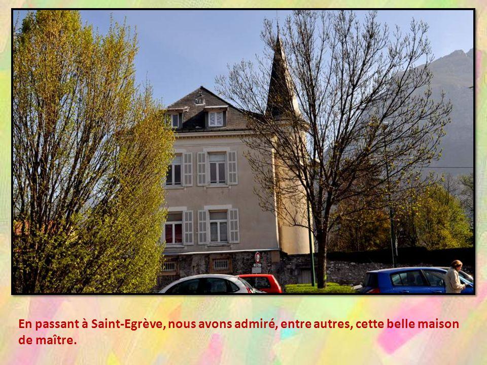 En passant à Saint-Egrève, nous avons admiré, entre autres, cette belle maison de maître.