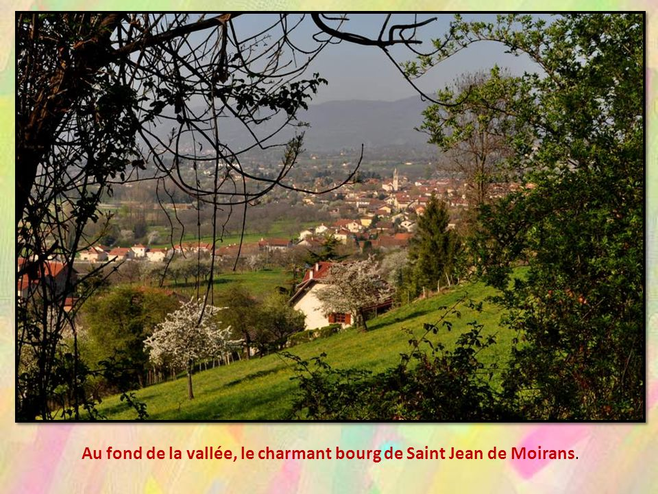 Au fond de la vallée, le charmant bourg de Saint Jean de Moirans.