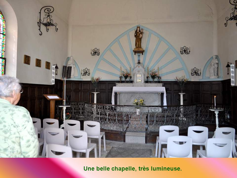 Une belle chapelle, très lumineuse.