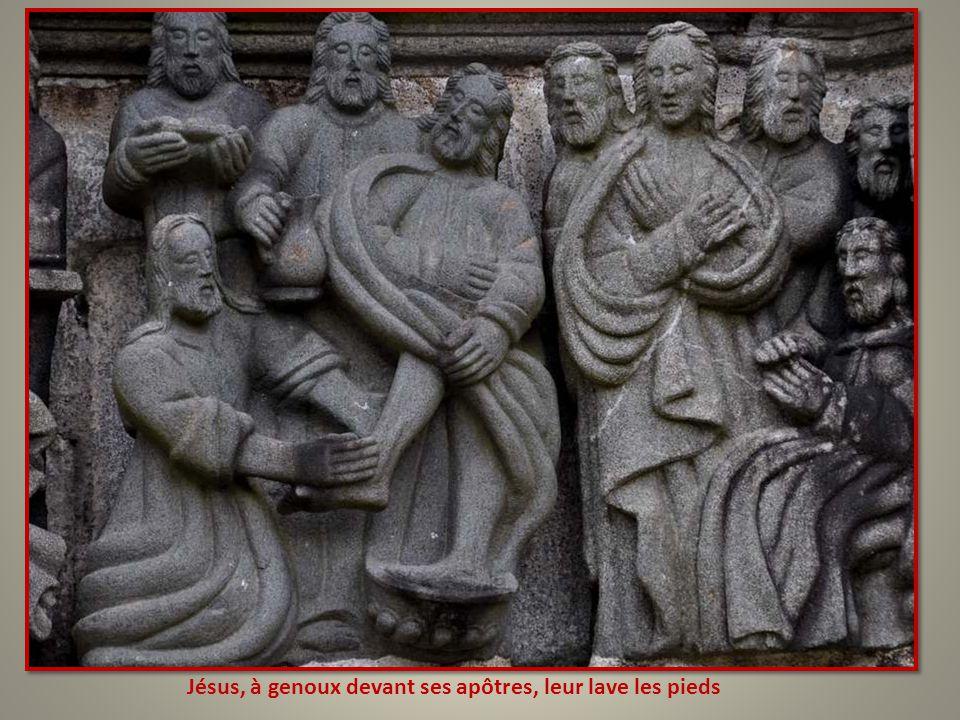 Jésus, à genoux devant ses apôtres, leur lave les pieds