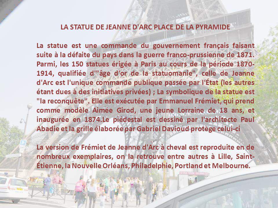 LA STATUE DE JEANNE D ARC PLACE DE LA PYRAMIDE
