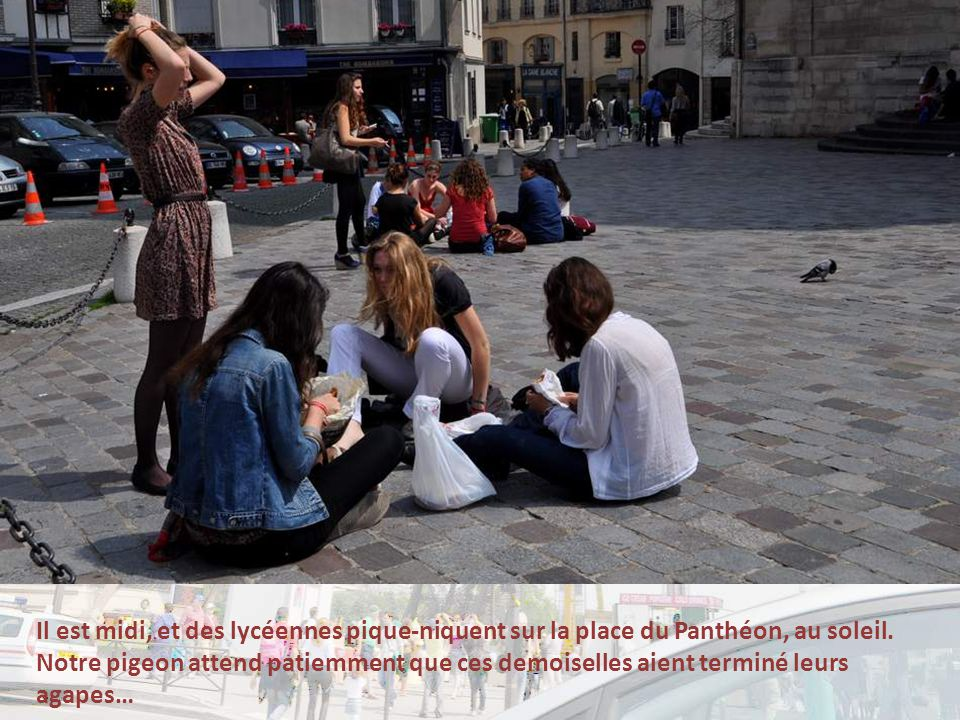 Il est midi, et des lycéennes pique-niquent sur la place du Panthéon, au soleil.