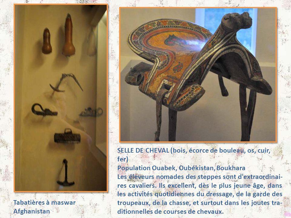 SELLE DE CHEVAL (bois, écorce de bouleau, os, cuir, fer)