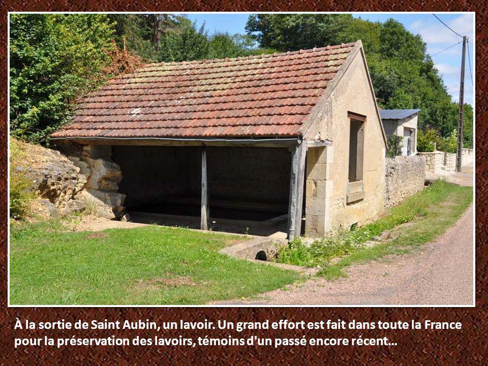 À la sortie de Saint Aubin, un lavoir