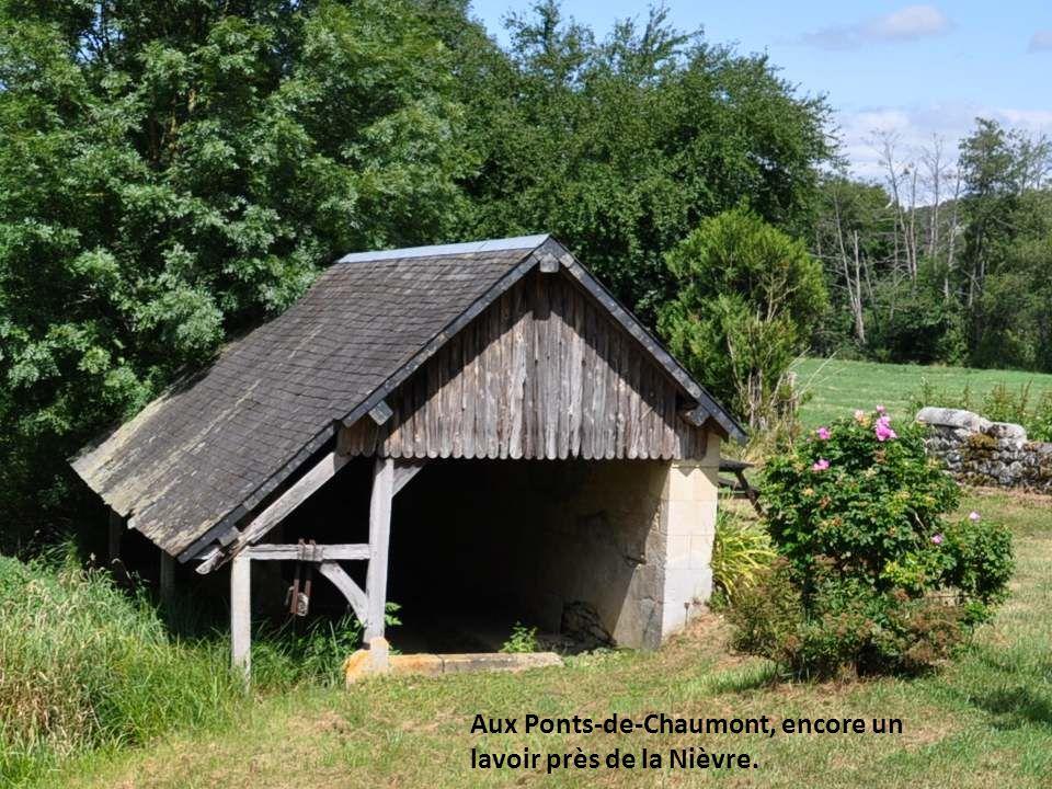 Aux Ponts-de-Chaumont, encore un lavoir près de la Nièvre.