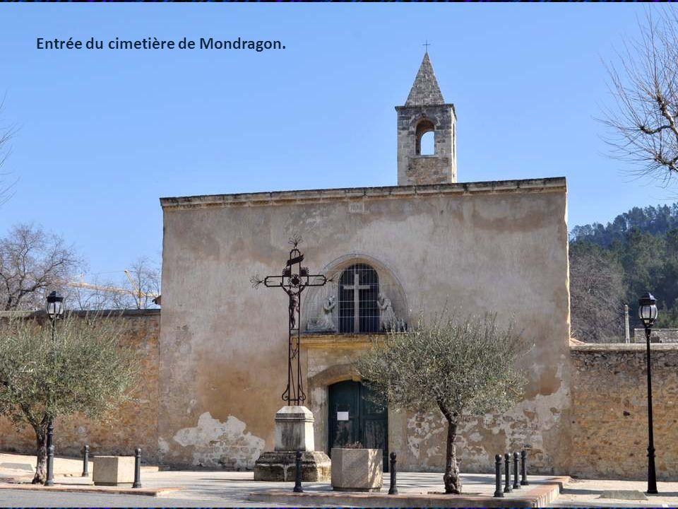 Entrée du cimetière de Mondragon.