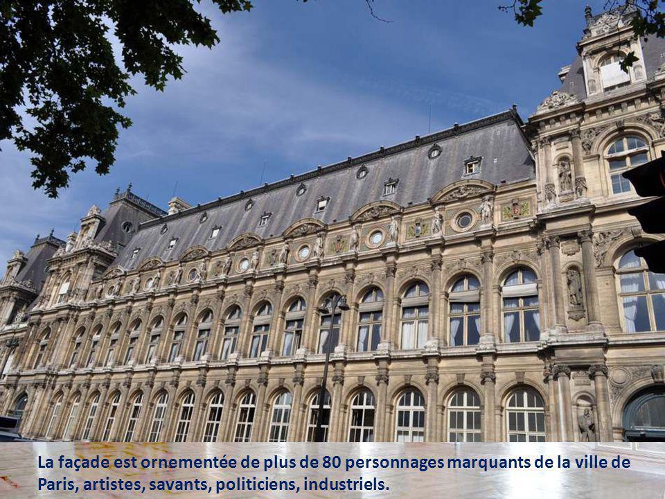 La façade est ornementée de plus de 80 personnages marquants de la ville de Paris, artistes, savants, politiciens, industriels.