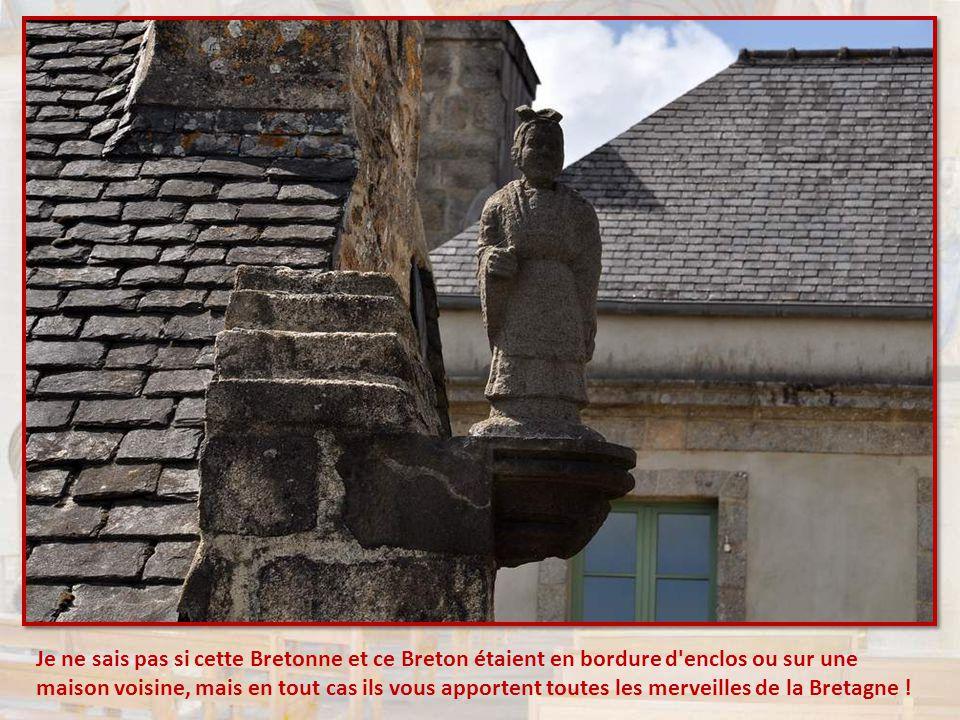 Je ne sais pas si cette Bretonne et ce Breton étaient en bordure d enclos ou sur une maison voisine, mais en tout cas ils vous apportent toutes les merveilles de la Bretagne !