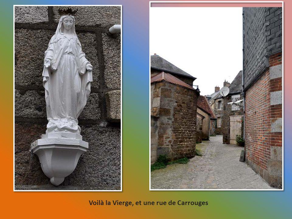 Voilà la Vierge, et une rue de Carrouges