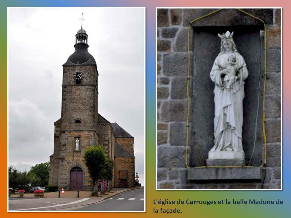 L église de Carrouges et la belle Madone de la façade.