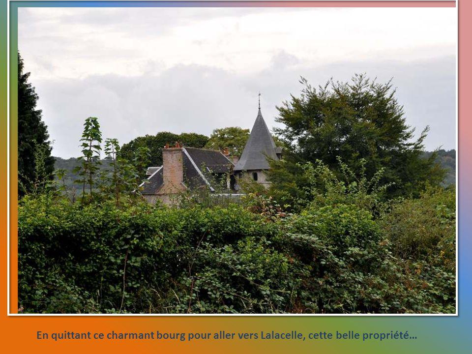 En quittant ce charmant bourg pour aller vers Lalacelle, cette belle propriété…