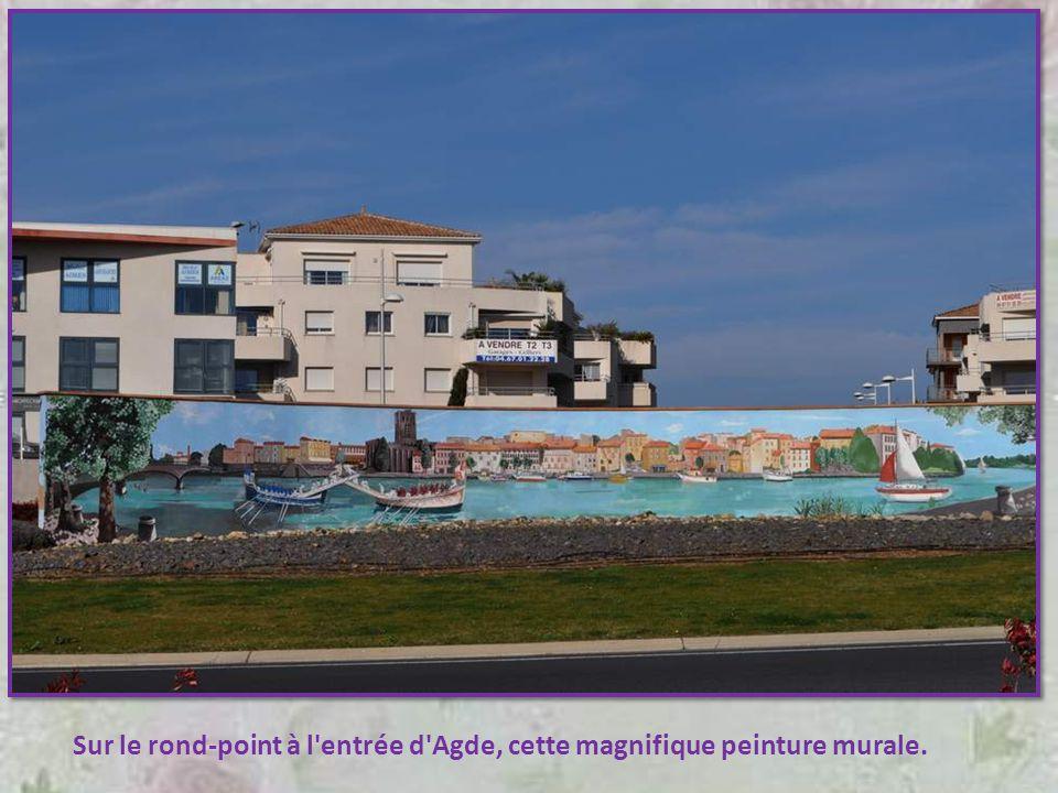 Sur le rond-point à l entrée d Agde, cette magnifique peinture murale.