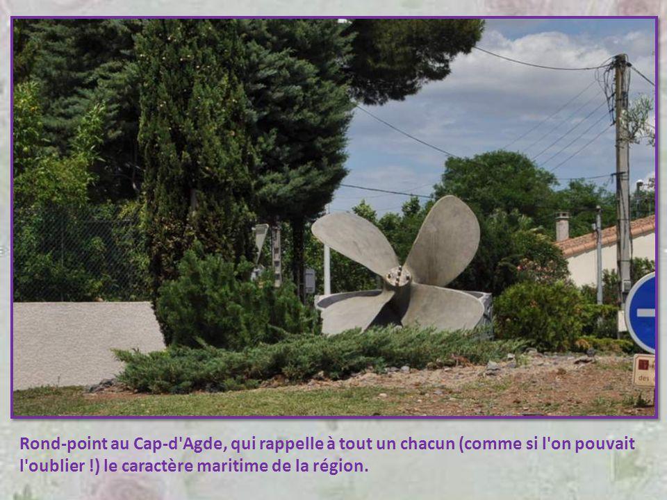 Rond-point au Cap-d Agde, qui rappelle à tout un chacun (comme si l on pouvait l oublier !) le caractère maritime de la région.