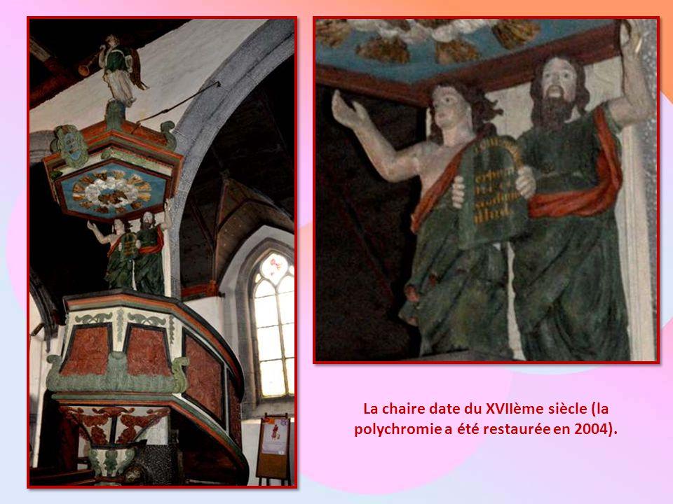 La chaire date du XVIIème siècle (la polychromie a été restaurée en 2004).