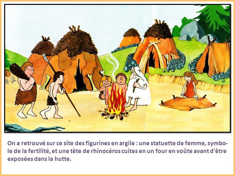 On a retrouvé sur ce site des figurines en argile : une statuette de femme, symbo-le de la fertilité, et une tête de rhinocéros cuites en un four en voûte avant d être exposées dans la hutte.