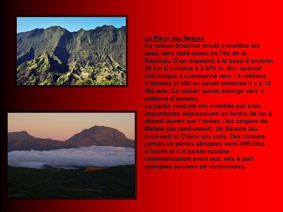Le Piton des Neiges Ce volcan-bouclier érodé constitue les deux tiers nord-ouest de l'île de la Réunion.